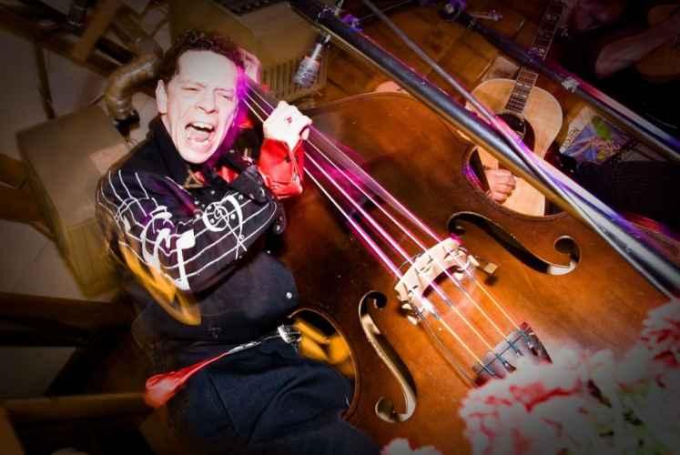 bass player Billy Bratcher